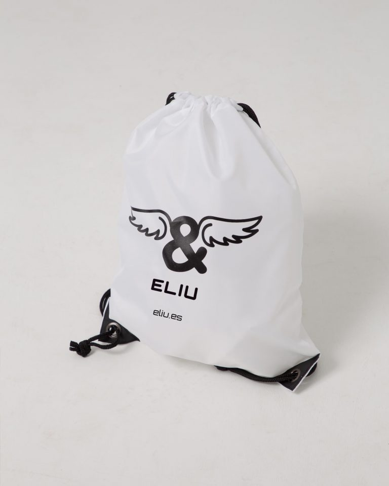 Mochila básica blanca con logo en la parte delantera. Estilo urbano marca ELIU streetwear.