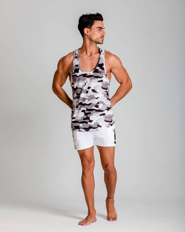 Camiseta sin mangas camo slim fit. Ropa de deporte estilo urbano ELIU streetwear.