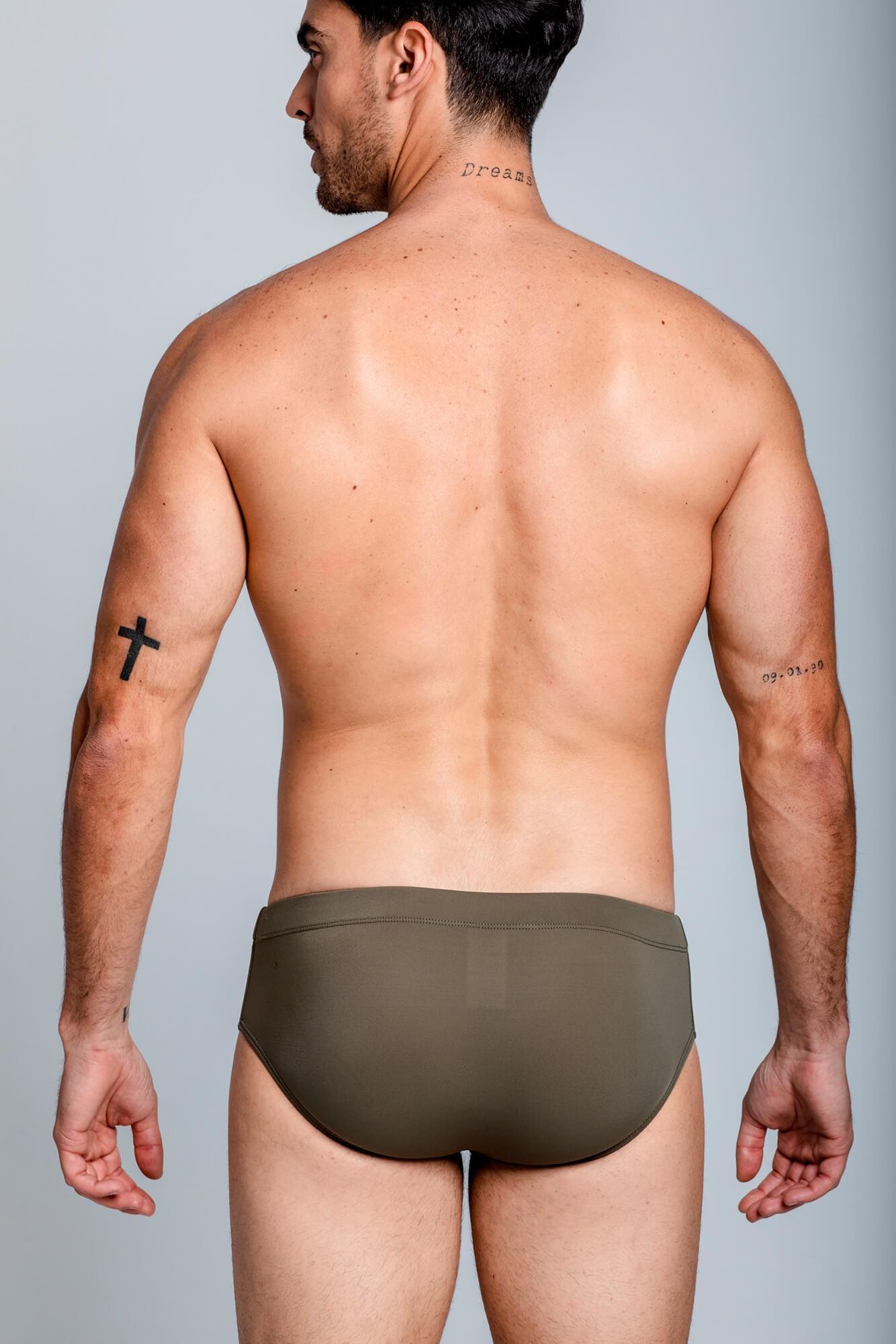 Bañador Classic Fitness Swim Brief para modelaje y fitness, con logo ELIU delante. Corte Ajustado. ELIU Bañadores para hombre