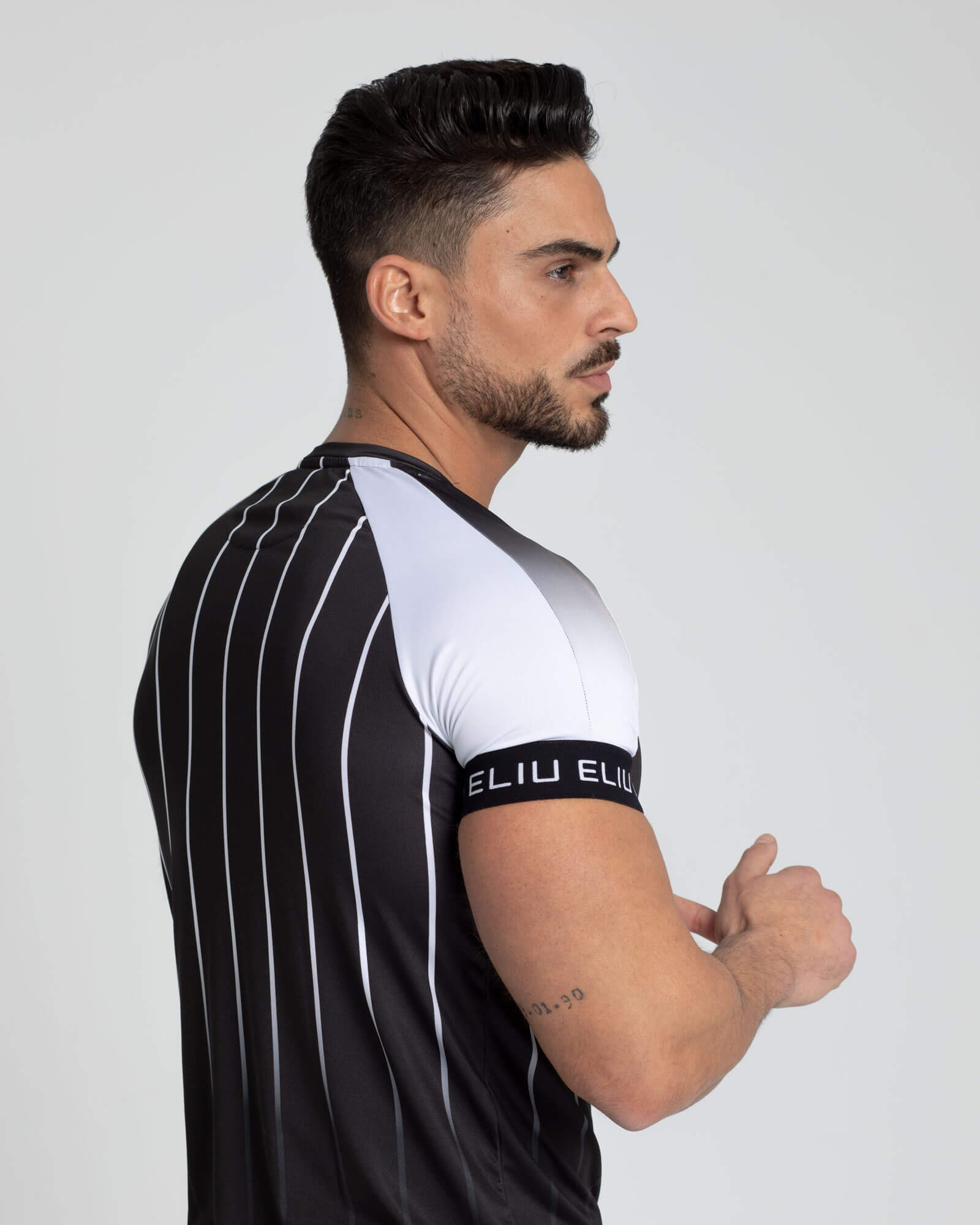 Camiseta Gradient Stripes. Estilo urbano de ELIU streetwear.