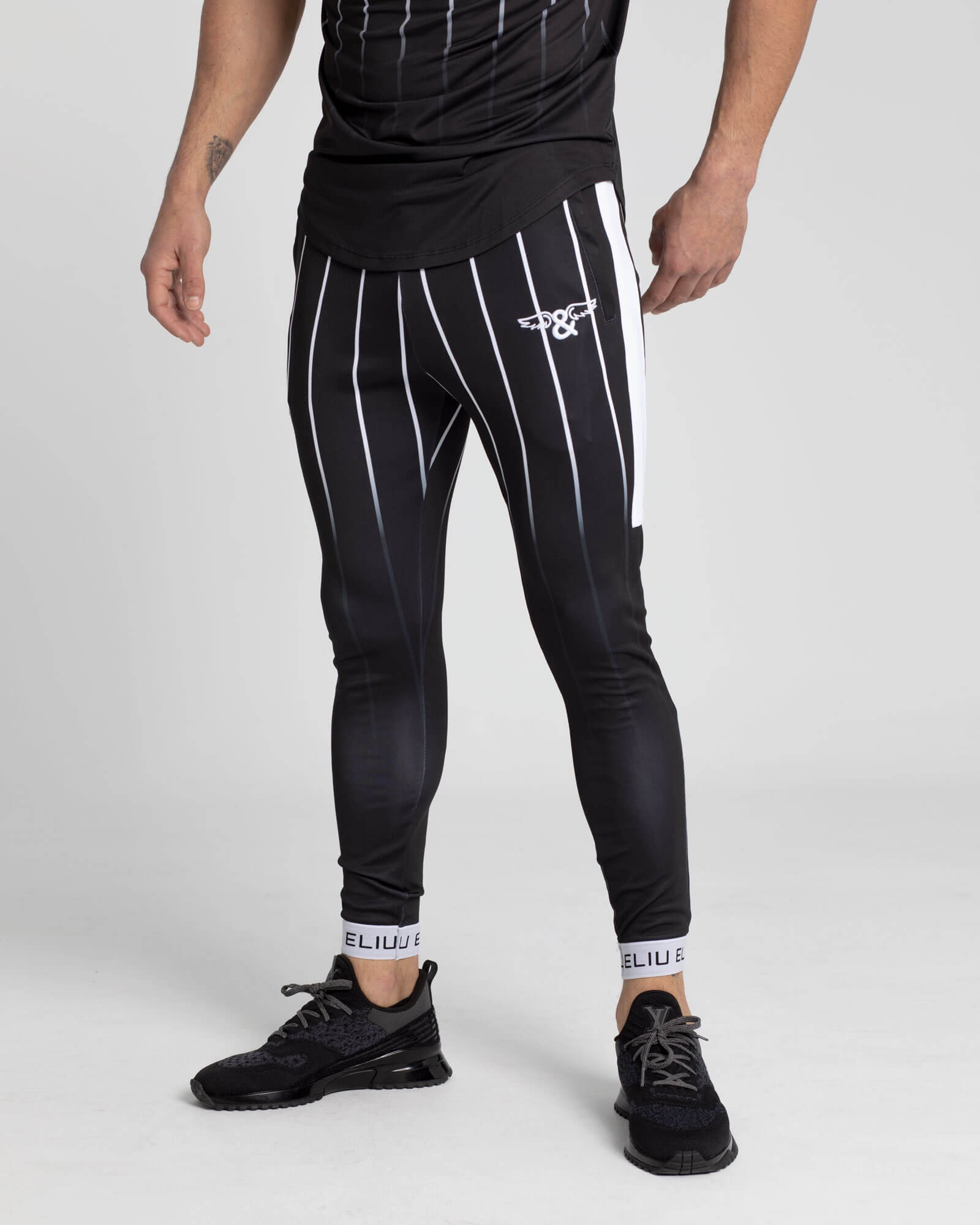 Pantalones de chándal Stripes. Estilo urbano de ELIU streetwear.
